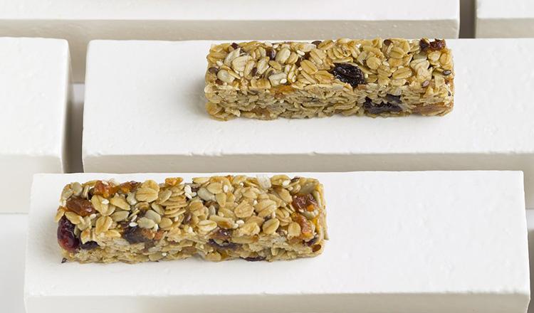 homemade fruity granola bars