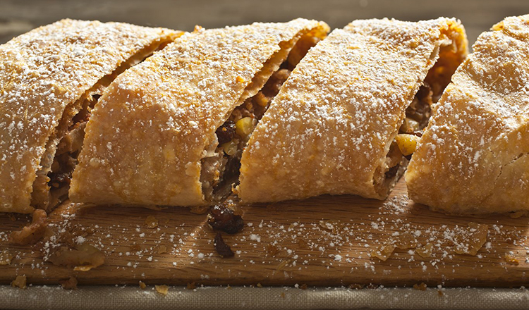 Apple Strudel with pinenuts and raisins.